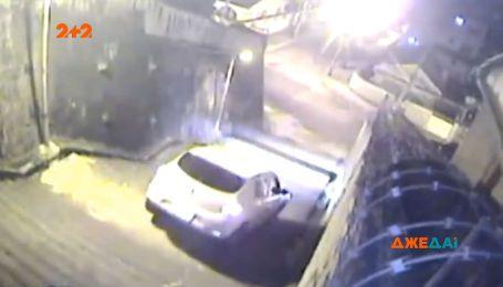 Безумный таксист из Рио-де-Жанейро: навигатор завел водителя с клиентками в тупик