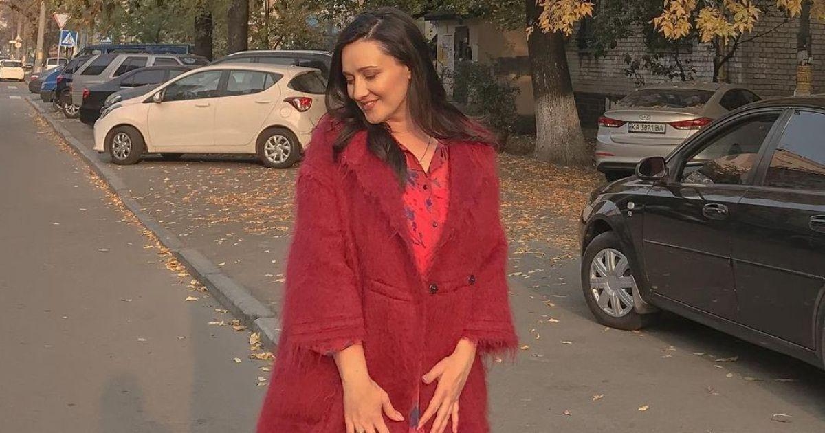 В оттенках красного: стильная Соломия Витвицкая погуляла по улицам Киева