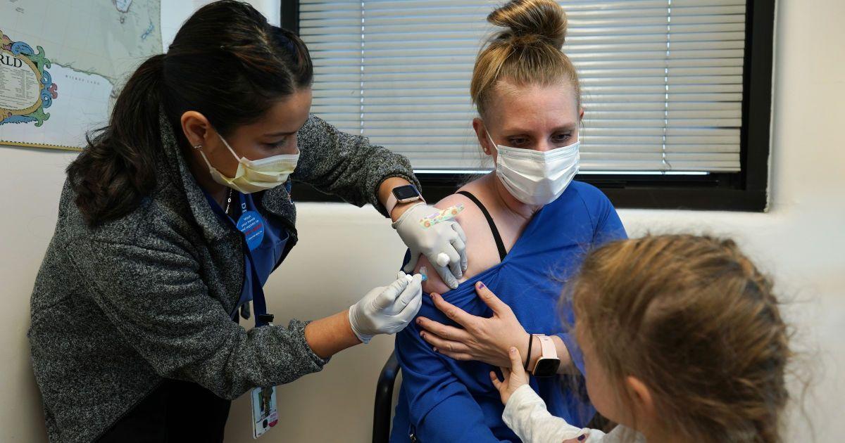 Врач рассказала, когда в Украине будут вакцинировать от коронавируса и будут ли делать прививки детям