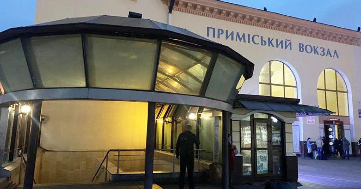В Киеве на вокзале пассажир выпил с незнакомцем в кафе, а очнулся без вещей и денег в больнице: фото