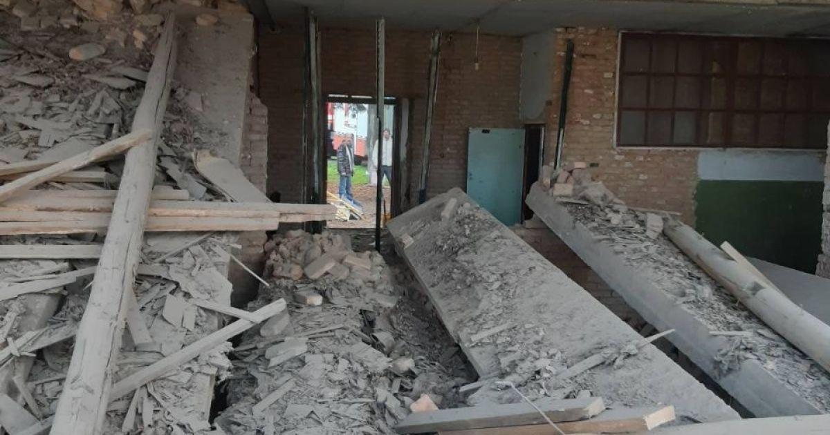 В Кировоградской области на территории школы на мужчину упала плита
