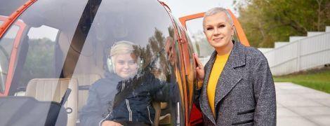 В небо на вертолете: Алла Мазур показала, как проводит время с сыном