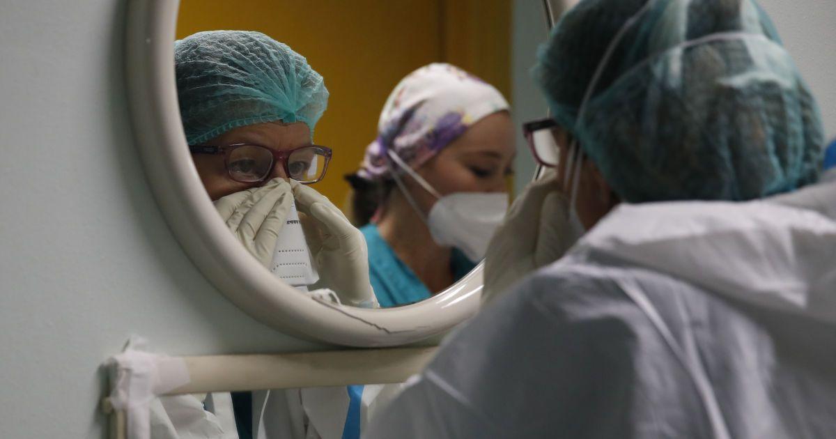 Пневмонія вразила 40% легень: у Дніпрі медики рятують дитину з важкою формою COVID