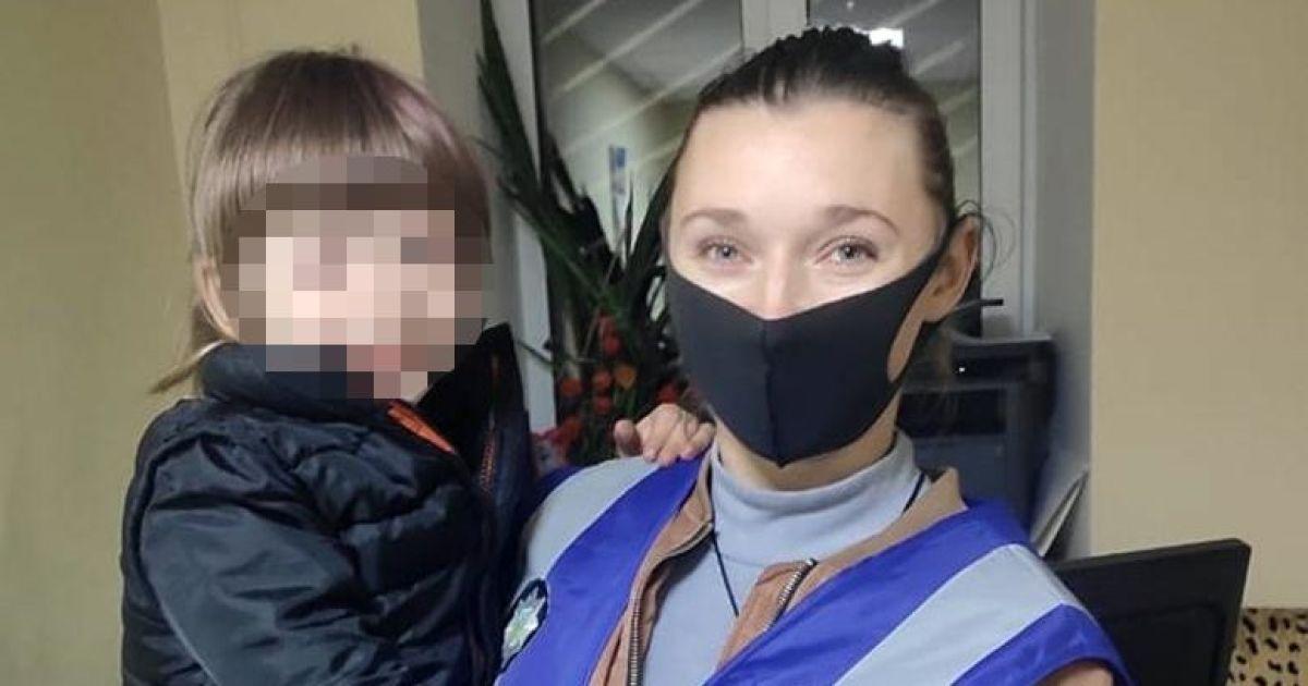 Мама дуже плакала: у Києві розшукали батьків, які кинули у парку свою п'ятирічну доньку