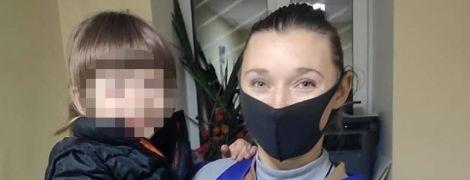 Мама сильно плакала: в Киеве разыскали родителей, которые бросили в парке свою пятилетнюю дочь