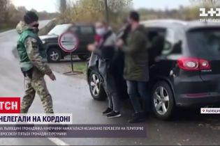 Німкеня намагалася нелегально перевезти громадян Туреччини через український кордон