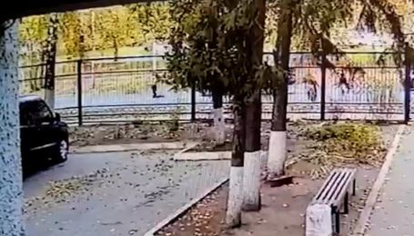 Пролетел несколько метров: в Харькове автомобиль сбил ребенка, который перебегал дорогу