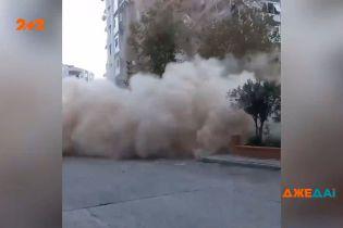 Мощное землетрясение в турецком Измире: сотни домов остались с трещинами, некоторые развалились