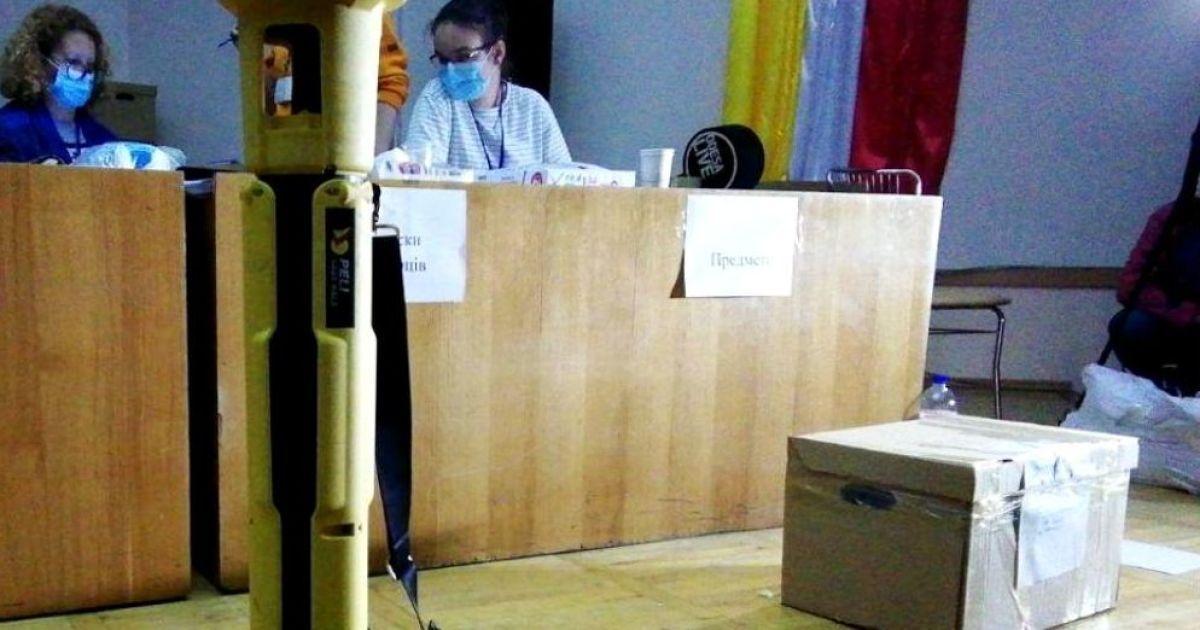 Сам заповнив, сам розписався: у Запорізькій області голова виборчої комісії намахлював з протоколами