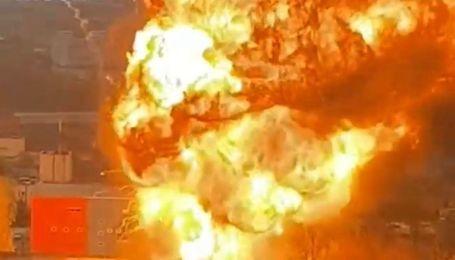 В Москве масштабно горят склады с газовыми баллонами: слышны взрывы, небо в черном дыму