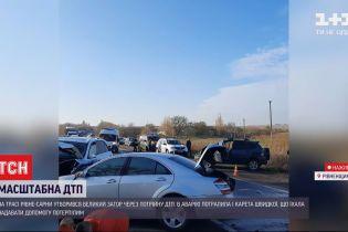 """Из-за нескольких аварий на трассе """"Ровно-Сарны"""" образовались пробки"""
