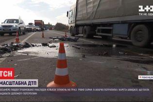 """Масштабное ДТП на трассе """"Ровно-Сарны"""": в каком состоянии пострадавшие и когда восстановят движение"""