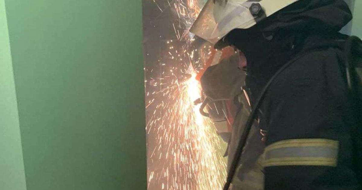 В Одессе спасли женщину из задымленной квартиры, где произошел пожар