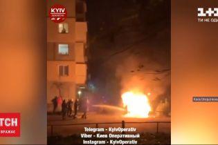 В Киеве дотла сгорел микроавтобус