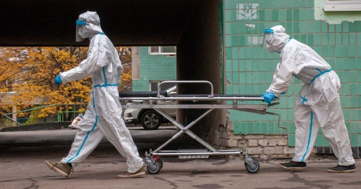 """""""Закричала и упала"""": в Сумской области на пороге больнице умерла женщина, которой не нашлось места"""