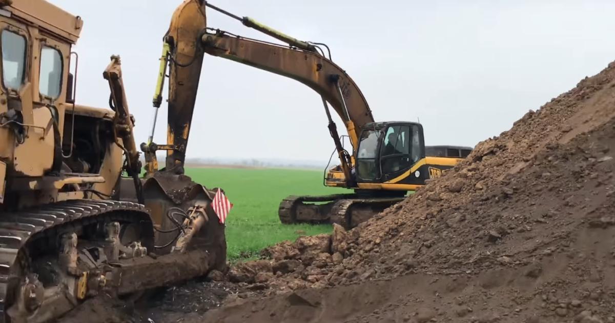 Искали сокровища: археологи требуют найти нарушителей, уничтоживших царский курган в Николаевской области