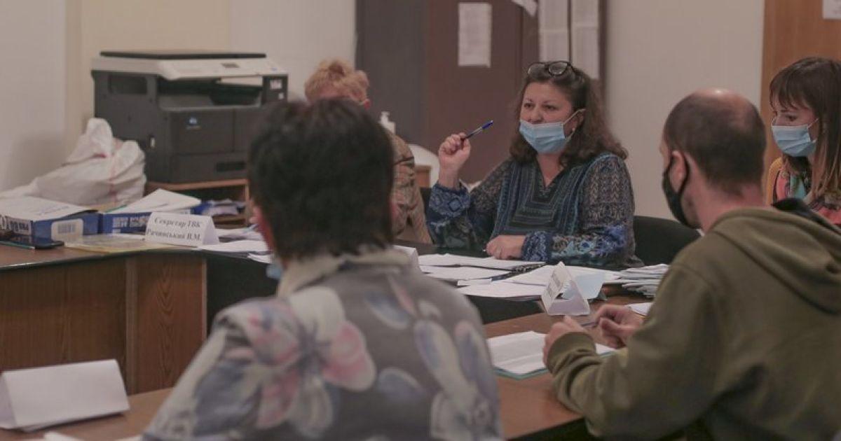 В Черновцах в трех членов ТИК обнаружили коронавирус