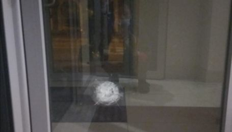 В Харькове неизвестные обстреляли Почетное консульство Азербайджана