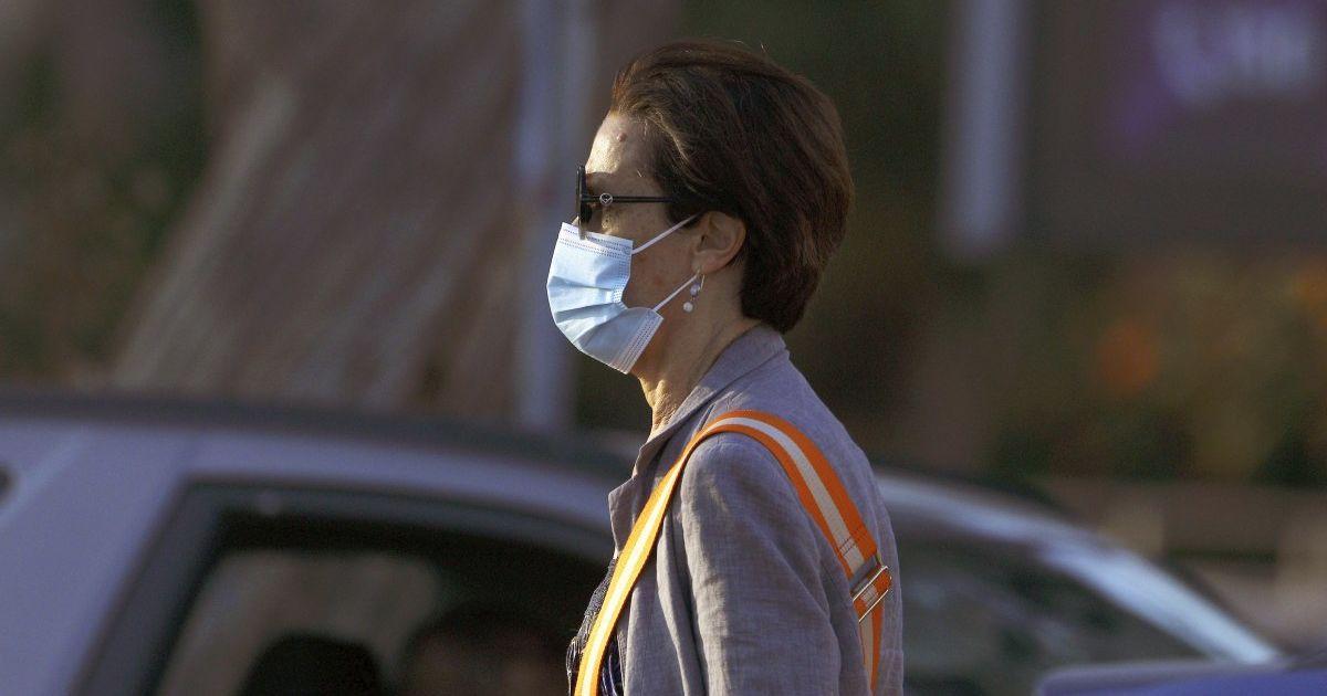 Инфекционист Голубовская объяснила, как избежать дискомфорта при ношении маски
