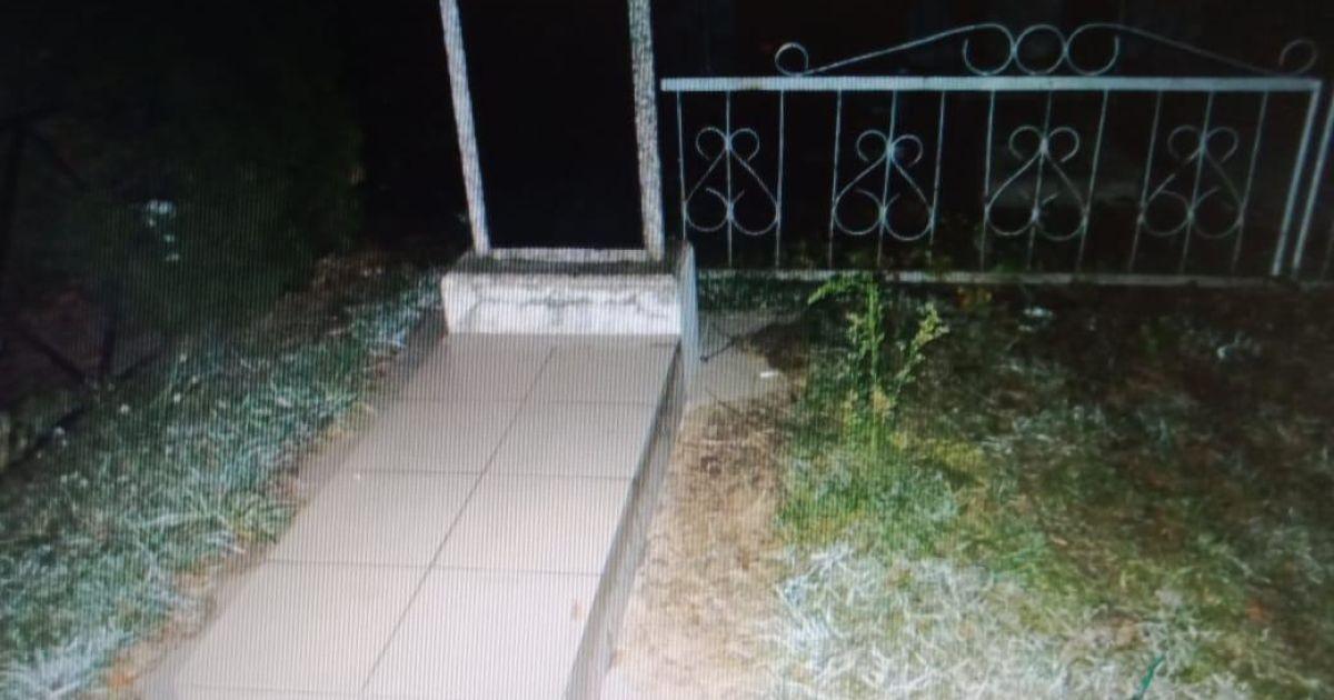 У Сумській області чоловік затягнув 14-річну дівчину до кладовища та зґвалтував
