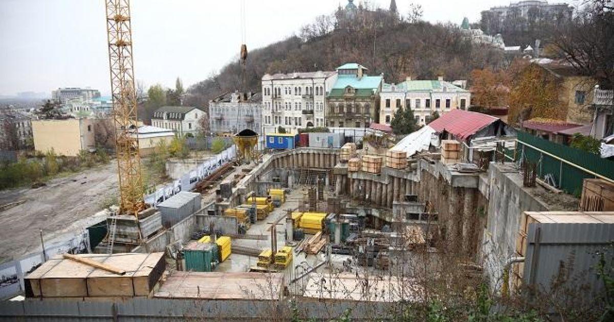 В Киеве суд разрешил строительство скандального отеля на Андреевском спуске