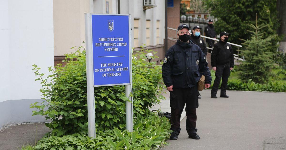 За карантинные выходные в Украине полиция составила сотни админпротоколов за нарушение запретов