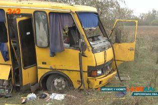 В Херсонській області перекинувся автобус із пасажирами: є загиблі