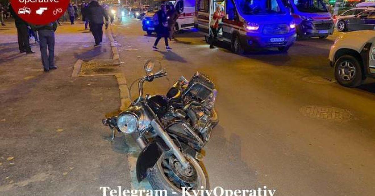 """В Киеве байкер на """"Harley Davidson"""" сбил трех пешеходов"""