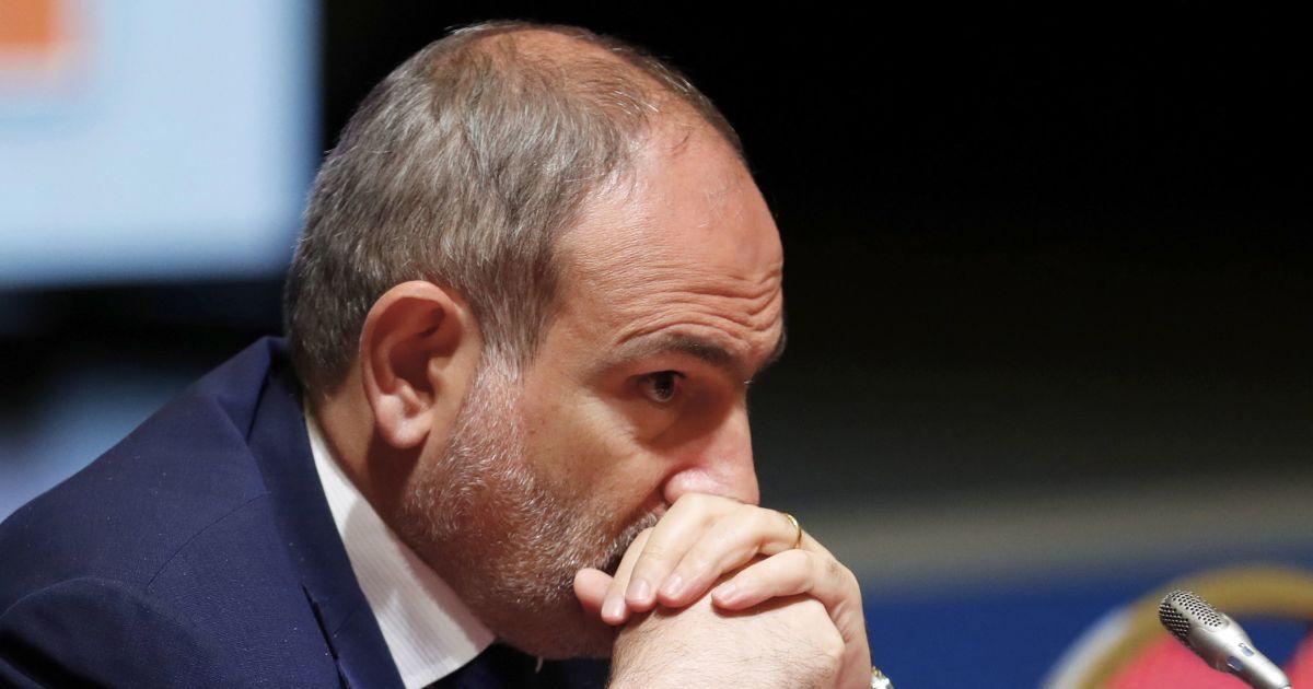Політична доля Пашиняна завершена, що вигідно Москві - військовий експерт