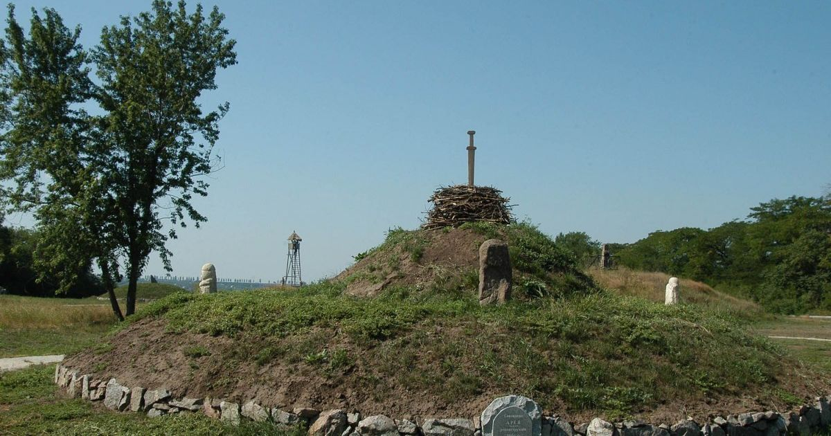 В одном кургане Лиманского района обнаружено 15 захоронений разных народов и времен