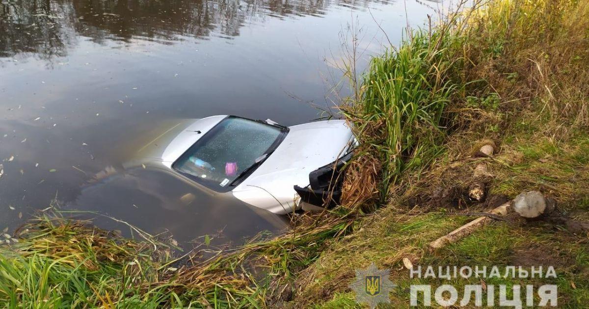 Разыскивали двое суток: мужчину с пасынком нашли мертвыми в авто на дне реки в Житомирской области
