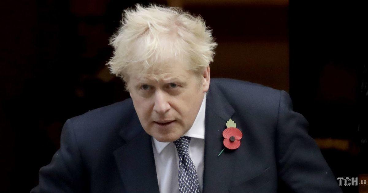 Стилист бы так не уложил: Борис Джонсон снова появился на публике со смешной прической