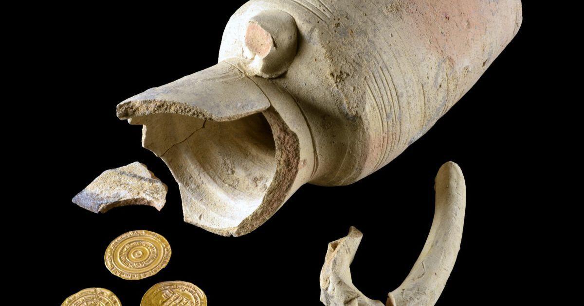 В Израиле возле Стены Плача нашли кувшин с золотом