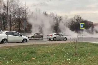 В Московской области в результате прорыва трубы кипяток залил улицу: ожоги получили четверо детей