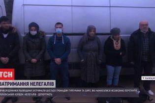 Прикордонники затримали 6 нелегалів, яких житель Рівненської області перевозив у вантажному автобусі
