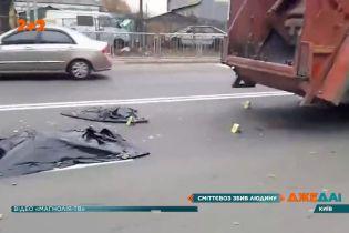 Сміттєвоз розчавив чоловіка на пішохідному переході Києва