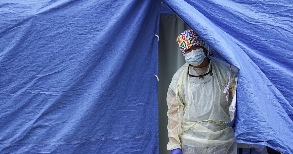Очереди в реанимацию и раскладушки в отделении: врач рассказала о медицинском коллапсе в регионах