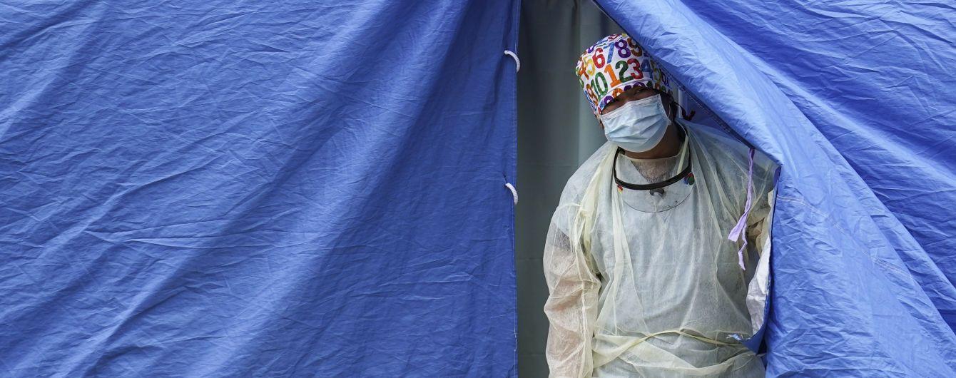 У Гонконзі на карантин відправили мешканців всього будинку, бо виявили інфікованого COVID