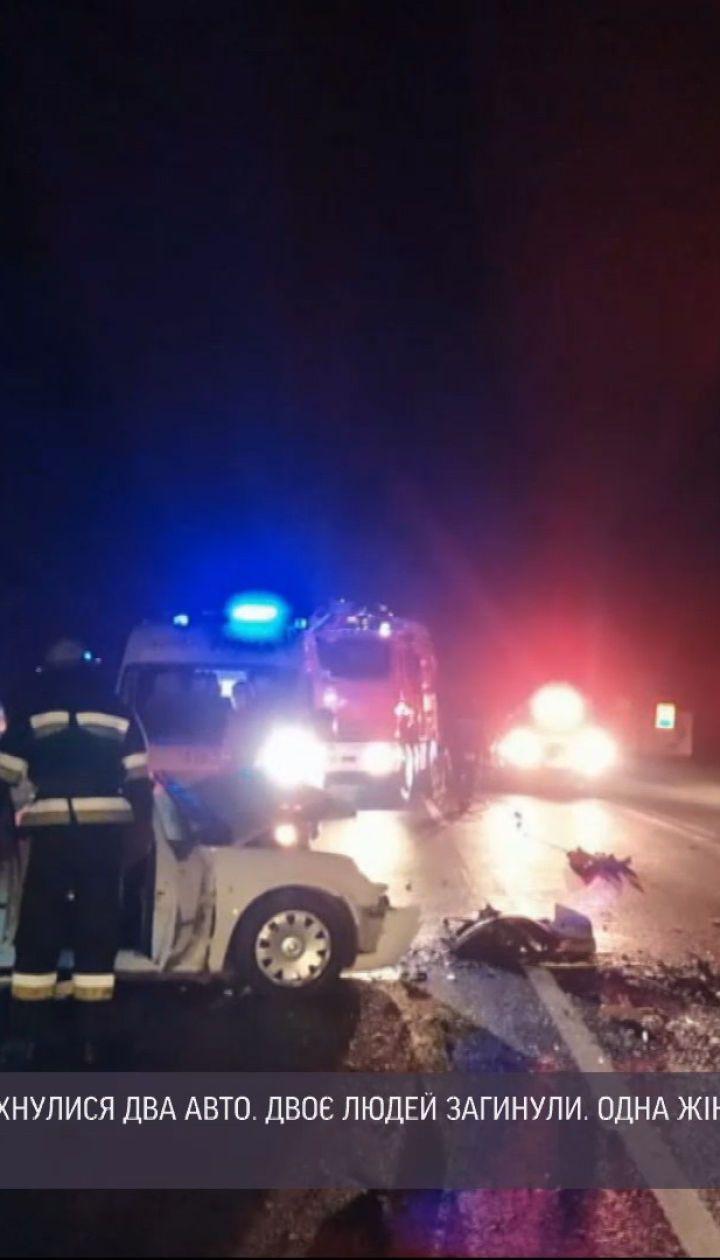 На трассе вблизи Хмельницкого лоб в лоб столкнулись два авто - два человека погибли