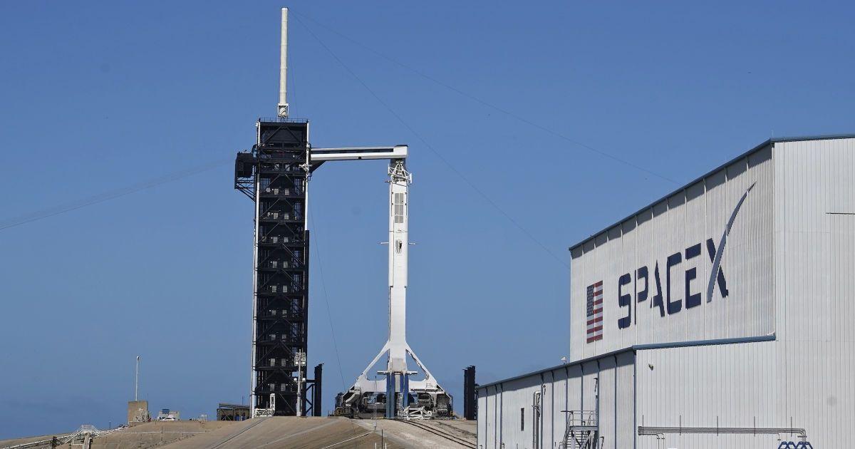 Нова ера регулярних польотів приватних кораблів на орбіту: як готують запуск Crew Dragon до МКС
