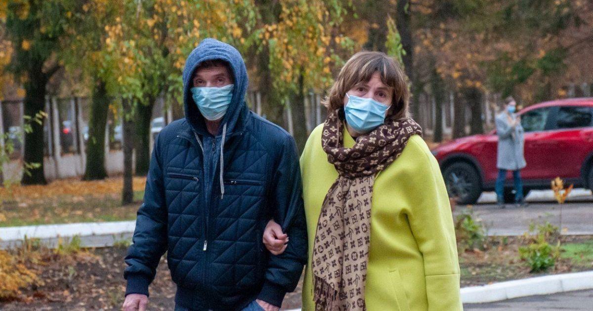 Другий день поспіль смертей та хворих стає менше: ситуація з коронавірусом у регіонах 16 листопада