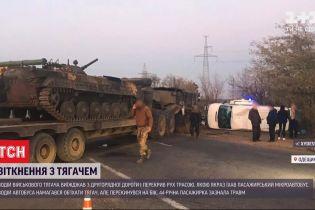 В Одеській області зіштовхнулися тягач, що перевозив бронетранспортер, та пасажирський автобус