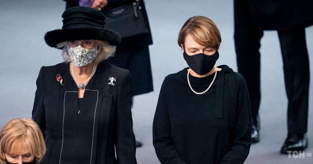 В черном платье и на шпильках: первая леди Германии продемонстрировала образ total black