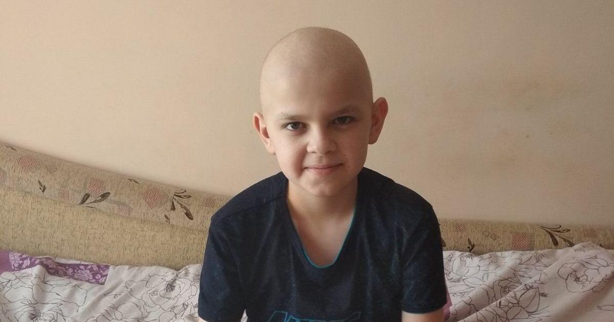 Трансплантація кісткового мозку потрібна Андрію, щоб вилікуватись від раку крові