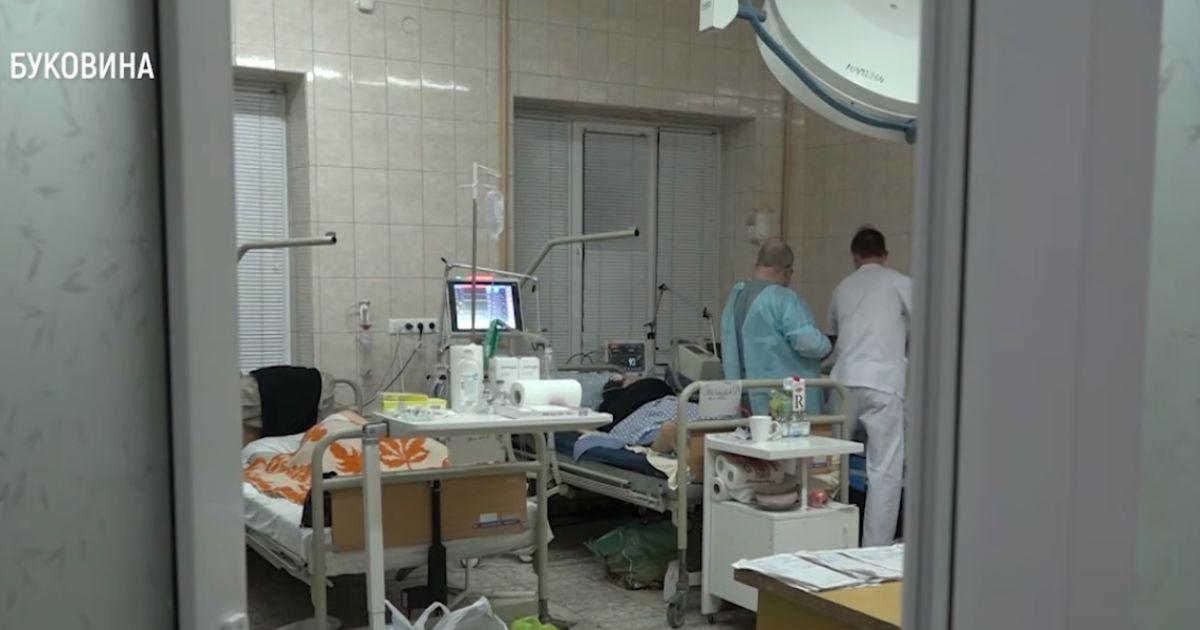 Место появляется, когда кто-то умирает: видео из реанимации в Черновцах, где спасают больных с коронавирусом