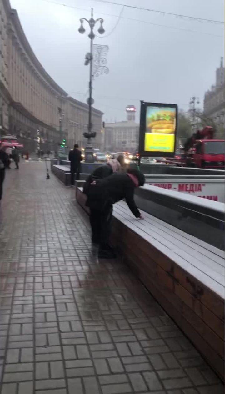 Киев начинает заметать снегом