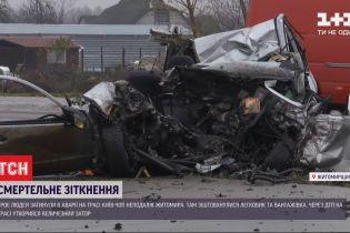 Одразу троє людей загинуло під час масштабної аварії у Житомирській області