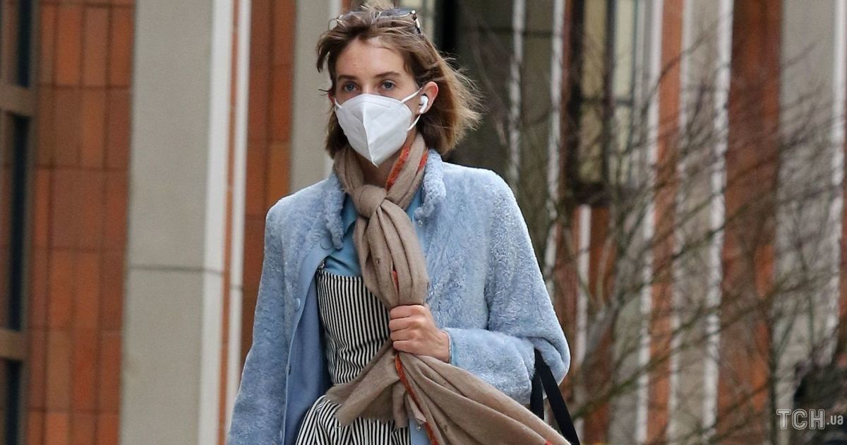 Выбрала многослойный образ: дочь Умы Турман на прогулке в Нью-Йорке