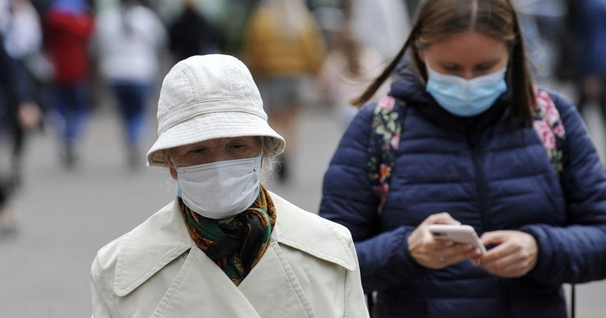 Как надо жить семье, если один человек болен коронавирусом: советы