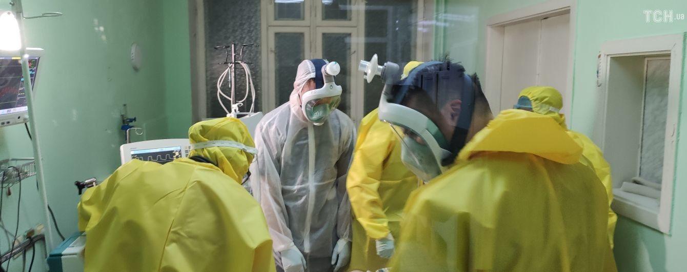 Десятки тисяч: Степанов озвучив попередню кількість медиків, які звільнились від початку пандемії